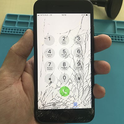 Треснуло стекло у iPhone 7