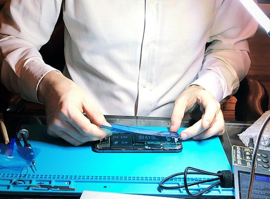 Замена аккумулятора iPhone XR в Москве 👍