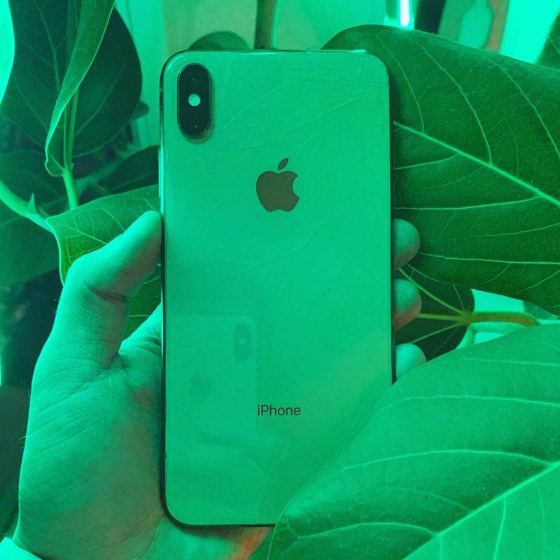 iPhone XS Max с треснувшим задним стеклом