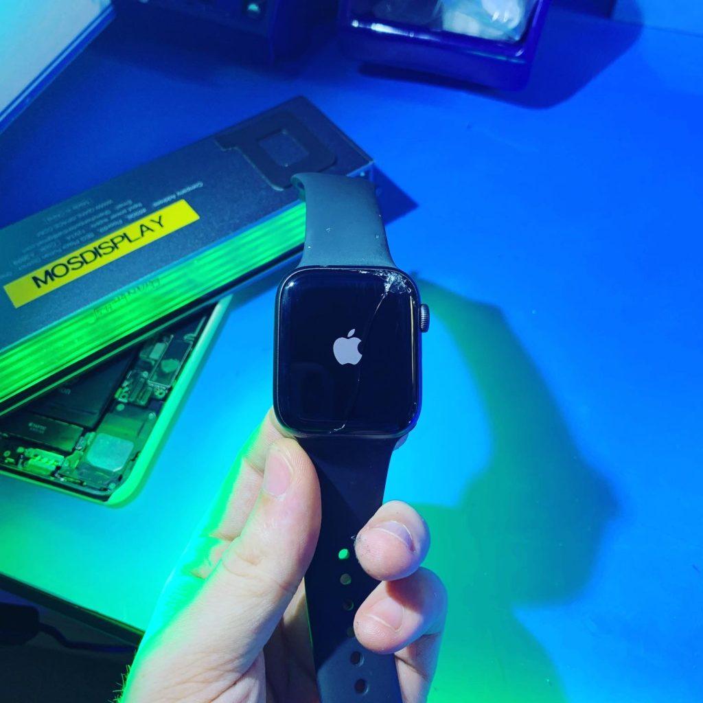 Замена стекла Apple Watch 4 на оригинал в Москве 👍