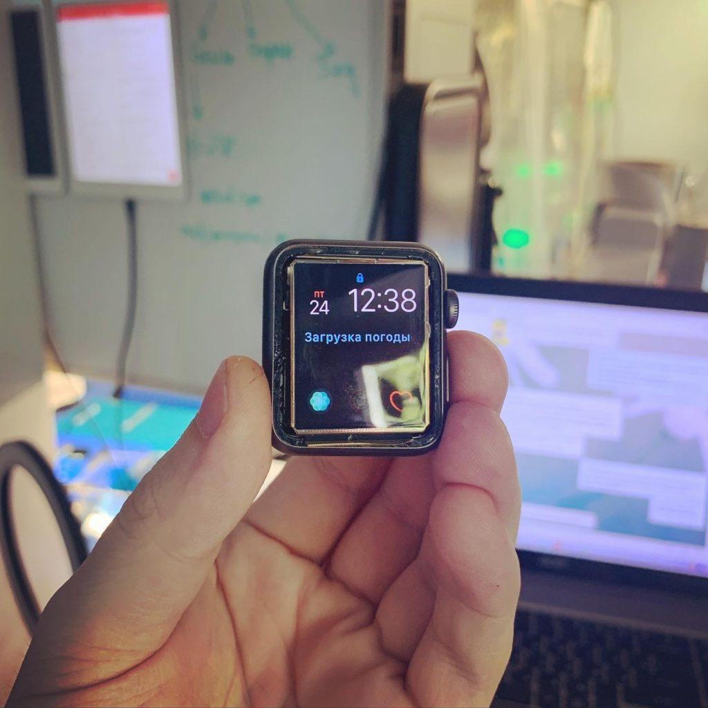 Замена стекла Apple Watch 1 на оригинал в Москве 👍