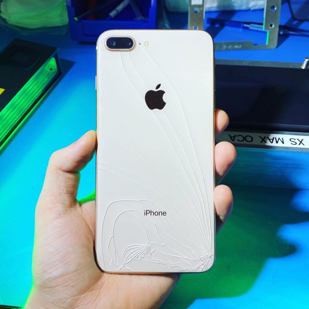 Замена заднего стекла iPhone 8 plus лазером в Москве 👍