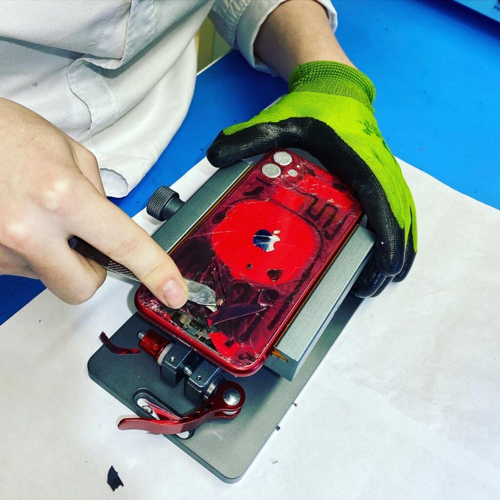 Замена заднего стекла iPhone 11 лазером в Москве 👍